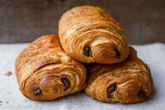 Easy chocolate bread with thermomix, a delicious pastry for your breakfast. Here is the easy thermomix chocolate bread recipe. Easy Puff Pastry Desserts, Puff Pastry Appetizers, Puff Pastry Recipes, Pain Au Chocolat Recipe Puff Pastry, Puff Recipe, Peach Puff Pastry, Rough Puff Pastry, Frozen Puff Pastry, Pastry Dough Recipe