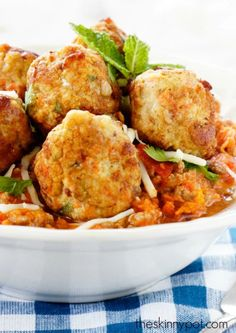 Ground Chicken Breast Meatballs with Mozzarella Cheese | 21 Make-Ahead, High-Protein Lunches Under 500 Calories