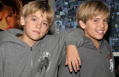 Cole and Dylan Sprouse Dylan Sprouse, Sprouse Bros, Sprouse Cole, Dylan Und Cole, Zack Et Cody, Sibling Photo Shoots, Cole Sprouse Aesthetic, Cole Spouse, Cole Sprouse Jughead