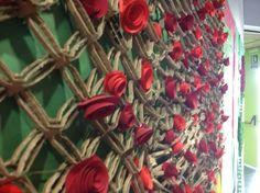 roses in a school . mural molt curiós.