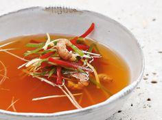 Avec les lectrices reporter de Femme Actuelle, découvrez les recettes de cuisine des internautes : Bouillon de crevettes piment, gingembre et citronnelle