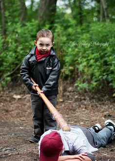 "Photoshoot with Children as ""bloodied and beaten zombie corpses"" [GRAPHIC] 