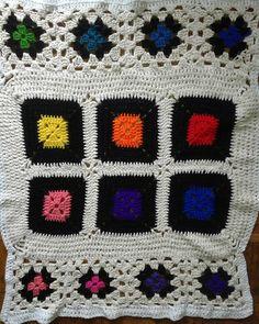 Manta patchwork 70x85 #sandiacrochet #knitting #tejiendoamor  #patchwork #grannys #colours #deco #desing
