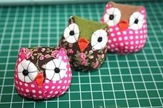 owl tutorial, sewing and stuffing Owl Fabric, Fabric Crafts, Sewing Crafts, Sewing Diy, Craft Projects, Sewing Projects, Owl Crafts, Cute Owl, Pin Cushions