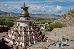 The United States Wants to Visit Tibet, Whether China Likes It or Not - Vision Times In China, Banff National Park, National Parks, Nepal, Le Tibet, Statue En Bronze, Peking, 7 Places, Tibet