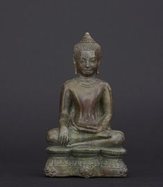 Buddha Sitting in Touching the Earth pose Khmer, Bayon 13th century Bronze 15,5 cm