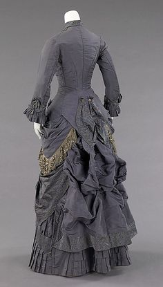 Afternoon ensemble, silk, abalone, American c. Brooklyn Museum Costume Collection at The Metropolitan Museum of Art 1870s Fashion, Edwardian Fashion, Vintage Fashion, Vintage Outfits, Vintage Gowns, Vintage Hats, Victorian Costume, Victorian Gown, Victorian Gothic