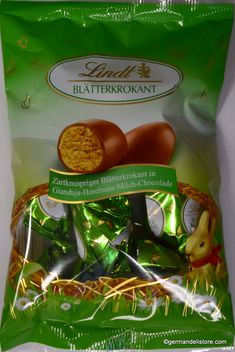Decorate your colorful Easter basket with these delicious hazlenut brittle eggs from Lindt. With these delicate and fine creations from the Lindt Maîtres Chocolatiers, the Easter basket becomes a special treat.Store cool and dry. Milka Chocolate, Praline Chocolate, Chocolate Wafers, Easter Chocolate, Chocolate Hazelnut, Pear Brandy, Marzipan Cake, Sour Fruit, Fruit Gums