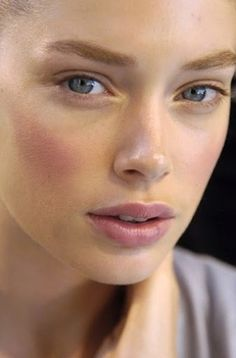 Try a cream blush for a more natural looking flush to the skin - We love RMS in Modest that can be applied on cheeks and lips - You only need to know some tricks to achieve a perfect image in a short time. Natural Everyday Makeup, Natural Makeup Looks, Natural Make Up, Natural Eyes, Natural Beauty, Makeup Inspo, Makeup Inspiration, Makeup Ideas, Makeup Tutorials