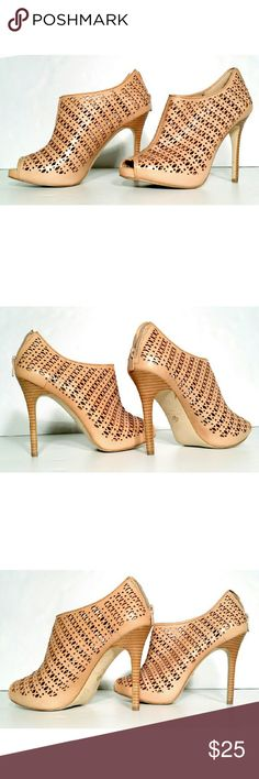 Ann Taylor Womens Beige Cut Out Heels Size 8 1/2 Very good condition! Fast Shipping! Ann Taylor Shoes Heels
