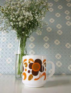 Vintage Milk Glass Mug or Coffee Cup by Arcopal  Lotus Design 70s door Vantoen op Etsy