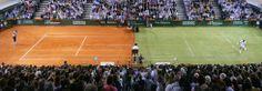 Instante de un partido de exhibición entre Nadal (i) y Federer, en una pista mixta, en Palma de Mallorca. Nadal ganó el encuentro por 7- 6; ...