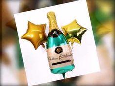 Eine schwebende Sektflasche mit zwei goldenen Sternballons - dieses Ballonbukett eignet sich ideal für echte Sternstunden. Egal ob Geburtstag, Jubiläum oder zu anderen feierlichen Anlässen