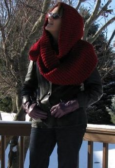 Hooded Snow White Cowl | AllFreeKnitting.com