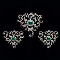 Duchess of Devonshire Emerald and Diamond Tiara, Necklace, Brooches, Earrings - Circa 1880 Material Emerald Earrings, Emerald Jewelry, Diamond Pendant Necklace, Diamond Jewelry, Jewelry Art, Fine Jewelry, Jewelry Design, Victorian Jewelry, Vintage Jewelry