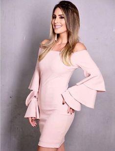 Líndisima carolina Soto con nuestro vestido con escote bandeja y mangas tipo  bolero.  vestidos  moda  vestidocorto ... d3b5e737c498