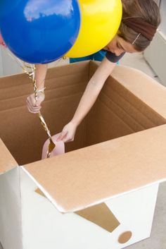 DIY Balloon Surprise Box for Birthdays, Gender Reveals, Valentine's Day and Other Events Diy Surprise Box, Birthday Balloon Surprise, Gift Box Birthday, Birthday Diy, Boyfriends 21st Birthday, Birthday Gifts For Boyfriend Diy, Gender Reveal Box, Gender Reveal Balloons, Diy Gift Box