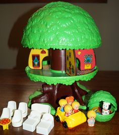 Vintage 1975 Kenner Pop-Up Tree Tots Family Tree House Lot w/Barky and Dog House #Kenner