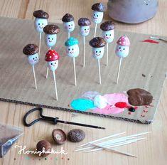 Willkommmen in der Pilzfabrik! Willkommmen in der Pilzfabrik! Autumn Crafts, Fall Crafts For Kids, Nature Crafts, Diy For Kids, Crafts To Make, Kids Crafts, Arts And Crafts, Acorn Crafts, Pine Cone Crafts