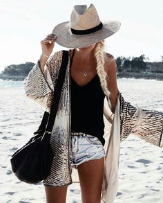 Boho | Belted beach outfit | Skinny black belt | Fashion | Travel time | Inspiration