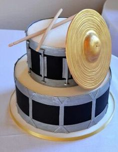 Drum Set Groom's Cake with Edible Drum Sticks and Sugar Cymbal Painted with Edible Gold. Image © Carla Niermann<<>I really want to eat the cymbal Music Themed Cakes, Music Cakes, Fancy Cakes, Cute Cakes, Pink Cakes, Drum Birthday Cakes, Beautiful Cakes, Amazing Cakes, Fondant Cakes