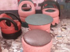 Guinée/Recyclage : Des pneus usés transformés en pots de fleurs et fauteuils