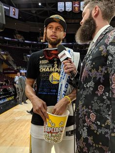 BACK-TO-BACK CHAMPS; 6/8/18 For second-straight year and third time in four seasons, #KevinDurant, #StephenCurry, #DraymondGreen and #KlayThompson of Golden State Warriors are NBA Champions completing series sweep of Cleveland Cavaliers 108-85 in Game 4 of the 2018 Finals. Photo Credit SFGate SF Chronicle Instagram USA Today Steph Curry Wallpapers, Wardell Stephen Curry, 2018 Nba Champions, Curry Warriors, Curry Basketball, Draymond Green, Game 4, Kevin Durant, Golden State Warriors