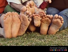 Love this idea for family pictures!  Just gotta be sure everyone has clean feet!