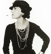 Pearls were the jewelry of choice in the 1940's. And here is miss Coco Chanel, showing of her pearls.