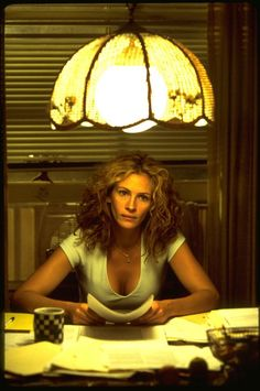 "Julia Roberts in ""Erin Brockovich"" Best Actress Oscar 2000 Old Actress, Best Actress, Julia Roberts Erin Brockovich, Tasty Movie, Film Movie, Movies, Film Inspiration, Documentary Film, Picture Photo"