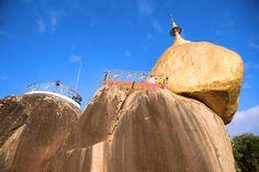 Le Rocher d'Or à un cheveu : Le Rocher d'Or, également appelé la Pagode de Kyaiktiyo en Birmanie, mesure près de 6 mètres de hauteur. C'est un énorme rocher déposé en équilibre sur un piton rocheux de 1 200 mètres d'altitude. Il est surmonté d'un petit stûpa également en or. Selon la tradition, la pierre ne serait retenue que par un cheveu de Bouddha.
