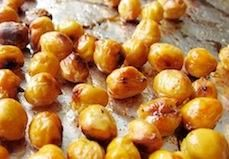 GUEST POST: Lisa Cain, aka Snack Girl, shares a perfect recipe for well... snack time! These spicy roasted chickpeas are easy to make and can be brought along anywhere. Plus, they require just four ingredients!