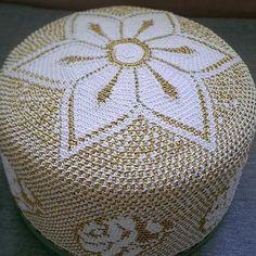 rose design bohra golden topi