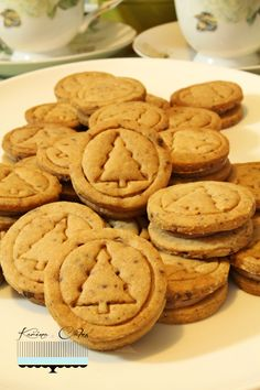 Arašidové sušienky Party Mix, Christmas Cookies, Cookie Recipes, Sweets, Cakes, Basket, Xmas Cookies, Recipes For Biscuits, Christmas Crack