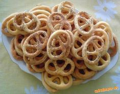 Slané vykrajované pečivo Onion Rings, Macaroni And Cheese, Food And Drink, Snacks, Meals, Cookies, Pastries, Ethnic Recipes, Basket