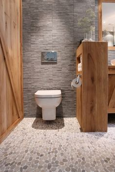 Pebble tiling sensible coating for the lavatory - Home Decor Upstairs Bathrooms, Chic Bathrooms, Amazing Bathrooms, Bathroom Spa, Bathroom Toilets, Toilet Design, Bathroom Flooring, Bathroom Inspiration, Interior Design Living Room