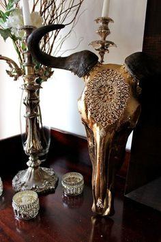 i like the gold skull with black horns too Deer Skull Art, Cow Skull Decor, Deer Skulls, Animal Skulls, Deer Antlers, Carved Skulls, Painted Skulls, Painted Antlers, Decoration
