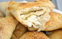Eat Greek, Cheese Pies, Low Calorie Recipes, Bagel, Biscotti, Food Styling, Apple Pie, Food And Drink, Snacks