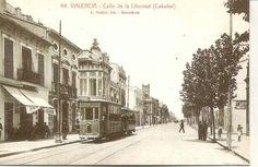 YTranvia en la calle de la Libertal (Cabañal) foto Loisin , fondo : Miguel Diago…