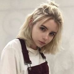 View photos of blunt short hair styles, hair cuts and short hair cuts for inspiration. cut ideas 25 Short Blunt Bob Haircut Style That's So Chic - Short Grunge Hair, Short Hair Cuts, Short Hair Styles, Girl Short Hair, Hairstyles With Bangs, Pretty Hairstyles, Girl Hairstyles, Cute Short Hairstyles, Teenage Hairstyles
