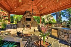 Huge Outdoor Fireplace: Huge Outdoor Fireplace