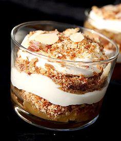 Les tilslorte bondepiker, ou « bergères voilées », des pommes cuites en couches alternées, recouvertes de crème Chantilly et de chapelure : une spécialité norvégienne (c) DR