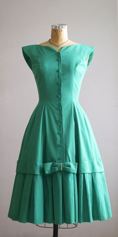 Another darker shade example: 1950s party dress / 50s spearmint green cotton por VacationVintage