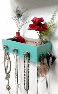 Build shelves yourself: 73 great examples and smart ideas Easy DIY Inspiration – make your own shelf from an old drawer The post Build shelves yourself: 73 great examples and smart ideas appeared first on Garden ideas - Upcycled Home Decor The Upcycled Home Decor, Diy Home Decor, Diy For Teens, Diy For Kids, Built In Shelves, Build Shelves, Ideas Habitaciones, Ideias Diy, Deco Table