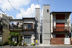 Could you live in a home this small? OnDesign builds a house in a tiny space between two houses. #architecture #tiny_homes #little_house