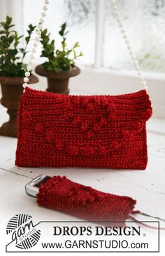 "Free pattern: Crochet DROPS bag and cellphone pocket for the Christmas party in ""Cotton Viscose"" and ""Glitter"". ~ DROPS Design"