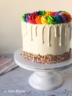 9 Chocolate Drip Cake Tutorials for the Home Bakers - XO, Katie Rosario Funfetti Kuchen, Funfetti Cake, Chocolate Drip Cake Tutorial, Chocolate Fondant, Modeling Chocolate, Chocolate Candy Melts, Vanilla Cake Mixes, Rainbow Food, Cake Decorating Techniques