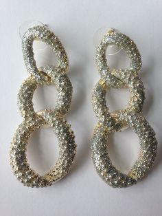 Chain oorbellen geïnspireerd op het merk KMO. Voor 9,95 zijn deze juweeltjes van jou en we rekenen geen verzendkosten.