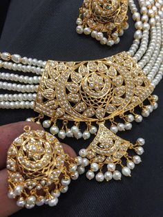bridal jewelry for the radiant bride Indian Wedding Jewelry, Indian Jewelry, Bridal Jewelry, Jewelry Design Earrings, Gold Jewellery Design, Gold Jewelry, Jewelry Shop, Stylish Jewelry, Fashion Jewelry