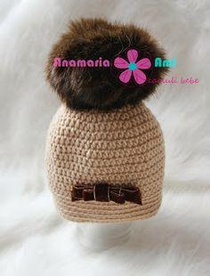 Caciulita crosetata bej cu mot de blanita by Anamaria Ami pom pom fur hat crochet